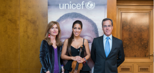 Leticia Moreno con el presidente comité UNICEF MADRID Manuel López de Miguel y con Leticia Espinosa de los Monteros vocal de Unicef Comité de Madrid