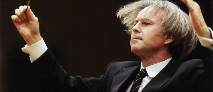 El maestro Gil Ordoñez dirigiendo